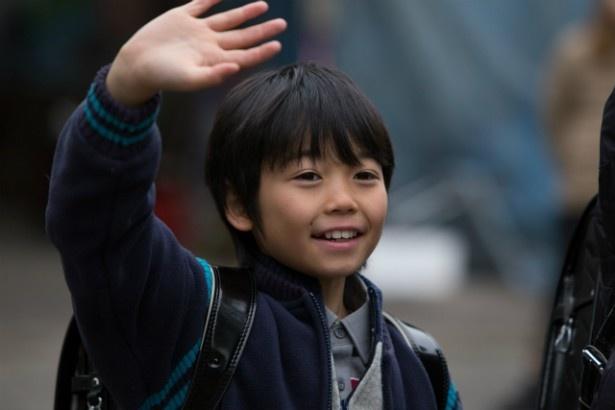 事件に遭うまでは、屈託ない笑顔で笑える少年だった桂人(土師野隆之介)