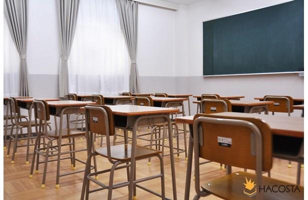 教室風の撮影セット。青春気分を味わう!? ※写真はHACOSTADIUM大阪「学校教室」