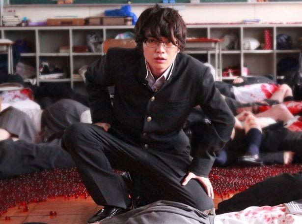 染谷将太が瞬のクラスメイト、サタケを演じている