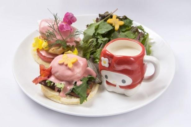 渋谷パルコでは、「サンライズエッグベネディクト ビシソワーズ付き」(税抜1580円)がフードの中では最も好評だった。こちらもマグカップ付き