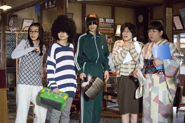 """【写真を見る】男子禁制のアパートに住むオタク女子集団。自らを""""尼~ず""""と呼んでいる"""