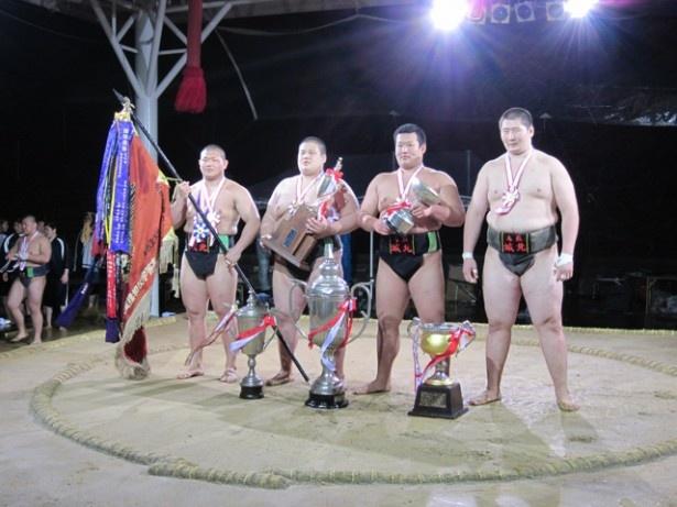 高校3年間で全国大会個人優勝タイトルを5つも手中に収めた(写真右端)