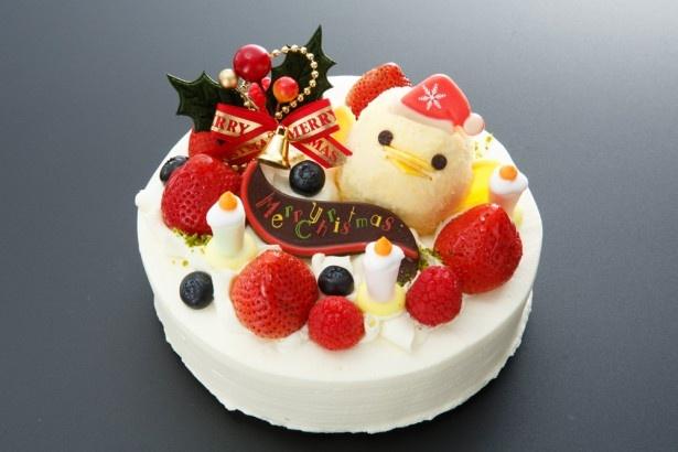 【写真を見る】あまりのかわいさに食べることをためらってしまう!?クリスマスケーキ「ぴよりんデコレーション」(2800円から)には、帽子を被った「ぴよりん」が!※写真は15cm(3400円)