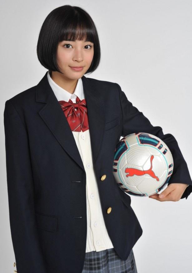 「第93回全国高等学校サッカー選手権」で10代目応援マネージャーに就任した広瀬すず