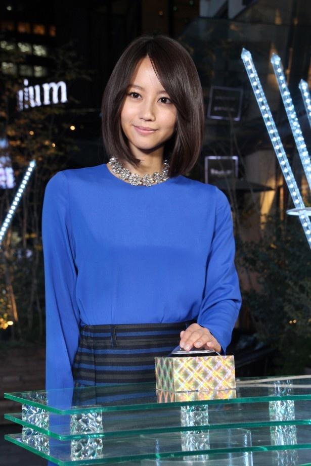 11月7日に行われた東京・赤坂サカスのイルミネーション点灯式に堀北真希が登場! ボタンを押すと…