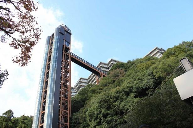 大阪を代表する箕面温泉。この巨大エレベーター(展望エレベーター)が目印