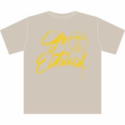 オーガニックコットン製オフィシャルTシャツはさりげなく着られる(S、M3990円、L4935円)