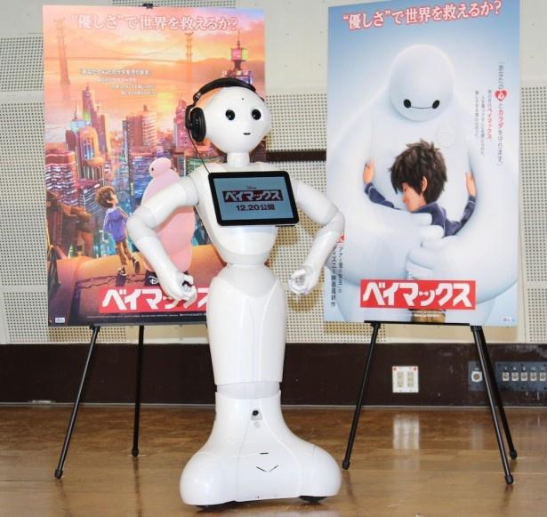 """【写真を見る】ディズニー初!CMでもお馴染みのロボット""""Pepper""""がアフレコにチャレンジした"""