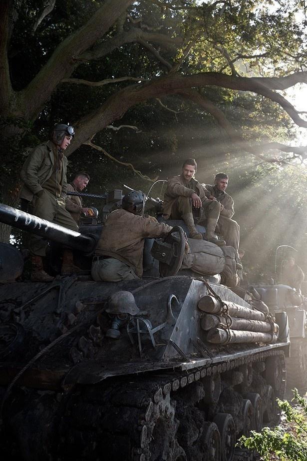 屈強な兵士たちが戦いに備えしばしの憩いを過ごす