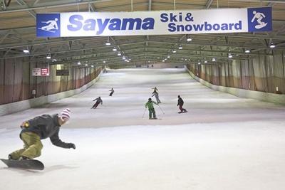 開業から55周年を迎えた狭山スキー場は西武ドーム前にあり、本格的なシーズン前の練習にもおすすめだ