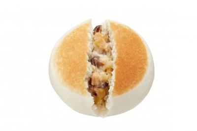 エリンギ、マイタケ、ブナシメジの風味と食感が楽しめる中華まん「きのこクリームまん(「ホクト」きのこ使用)」(130円)