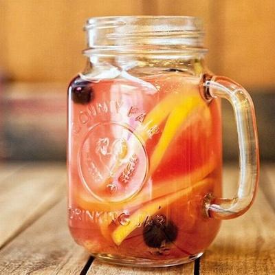 【写真を見る】キュートなガラスの容器に入ったビタミンティーも販売予定。体の内側からキレイになれるカフェメニューに注目!