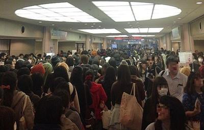 【写真を見る】混雑するメイン会場!コスプレ画像もコチラからチェック!!