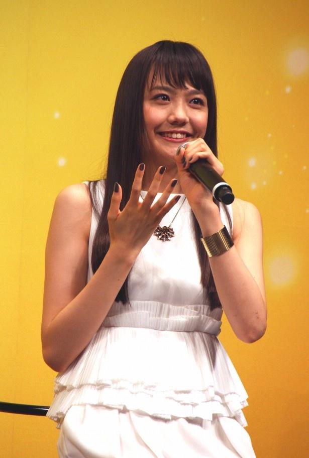 松井愛莉は、同級生に密かに思いを寄せながらも亡くなってしまうケイを演じる
