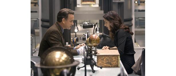 トム・ハンクス演じるロバート・ラングドン教授が歴史の闇を解くべく奔走する