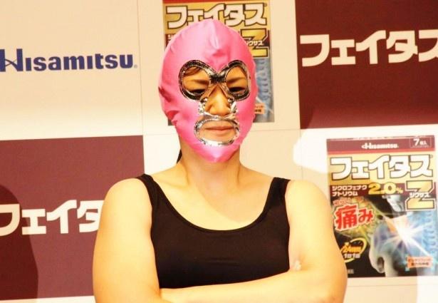 【写真を見る】香取慎吾でも勝てなかった3人目の女性アームレスラーは、なんと全日本無差別級チャンピオン!