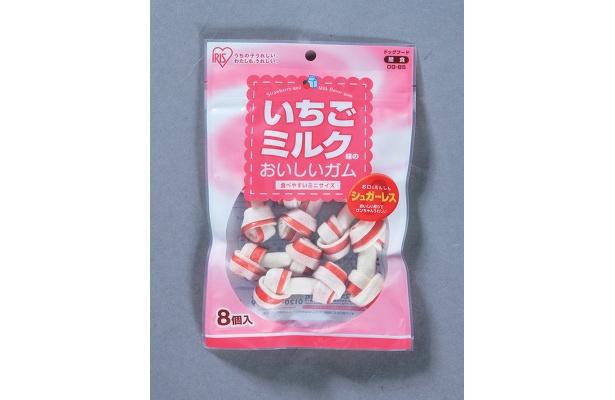 かわいいパッケージに、愛犬も大喜び!?「いちごミルク味のおいしいガム」(400円)