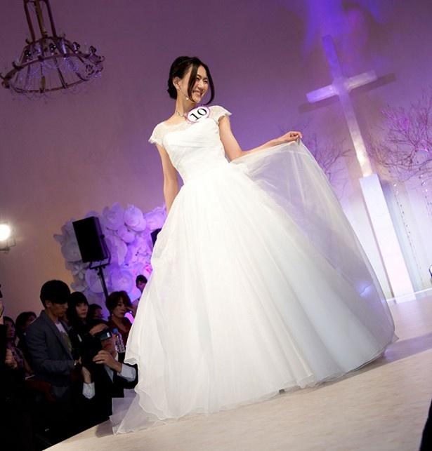 真っ白に透きとおるドレス(山田亜由子さん)
