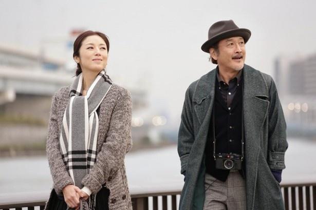 「東京センチメンタル」出演する(左から)高岡早紀、吉田鋼太郎