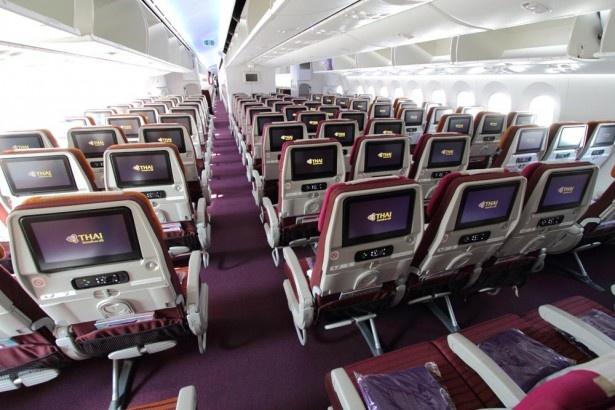 11/11から福岡-バンコク線に導入されたタイ国際航空の最新鋭機B787機内