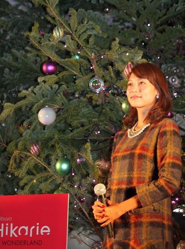 点灯したツリーと相武紗季