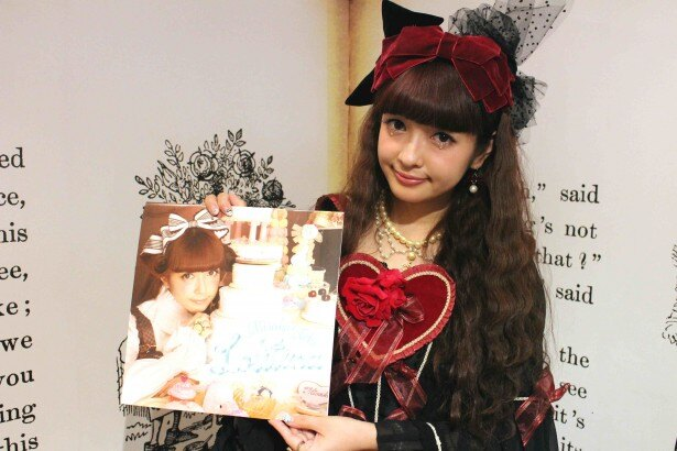 発売記念イベントを行った青木美沙子