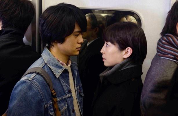 大学生・光太(池松壮亮)と出会い、梨花(宮沢りえ)は彼と逢瀬を重ねていく