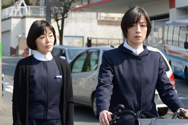 相川が務める「わかば銀行」には、隅より子(小林聡美)らひとクセある女性行員も
