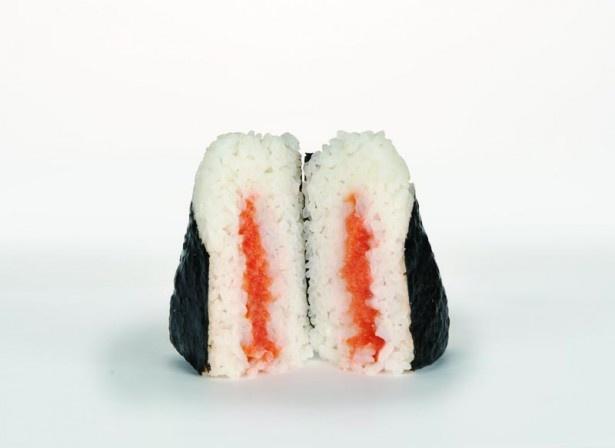 北海道産の生タラコの旨味とツブツブの食感が口いっぱいに広がる「 直巻おにぎり(北海道産生たらこ)」(158円)
