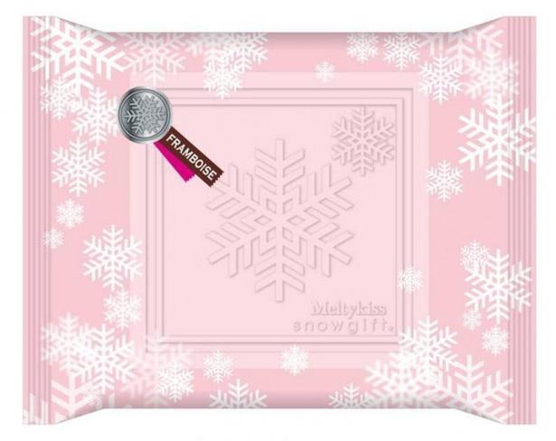 優しいパステルカラーに雪の結晶のモチーフを散りばめたオリジナルパッケージ(写真はフランボワーズ)