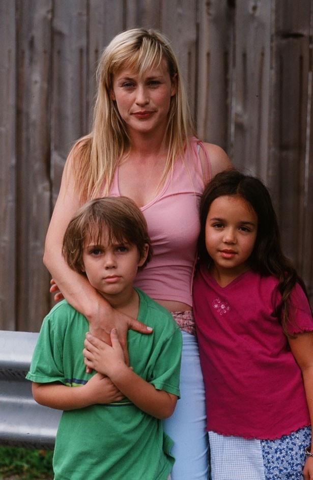 1年目の家族写真。メイソンとその姉の表情もまだあどけない