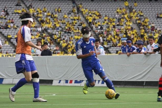 【写真を見る】膝のケガから復帰した黒田智成。ボールと人を感知する能力と、空間認知能力で日本にゴールをもたらしたい