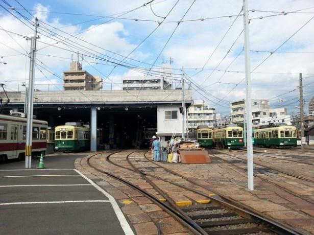 【写真を見る】「第15回路面電車まつり」のメイン会場となる長崎電鉄浦上車庫