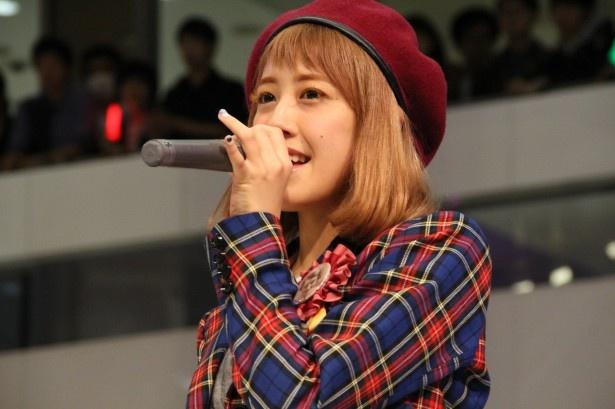 久しぶりにデビュー曲を歌い、泣きそうになったと言う夏焼雅