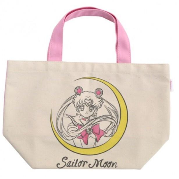 セーラームーン柄の「ミニトートバッグ」(2592円、送料・手数料別途)は、線画で描かれた柔らかい印象のイラストがポイント