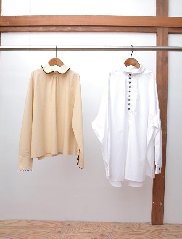 左から、そで口と襟に球状の飾りをあしらった後空きブラウス(¥16,524/9号)、小さめの襟でキュートさを演出するコットンプルオーバー(¥14,688/フリーサイズ)【灰汁/aku】