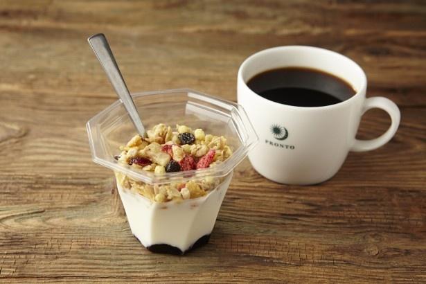 プロントコーポレーションと日本ケロッグがコラボ!忙しい朝に食べたい「ブルーベリーヨーグルトグラノラ」(290円)