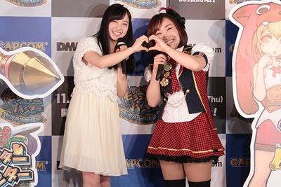 初対面で、仲良くハートサインを決める橋本環奈(写真左)とキンタロー。(同右)!両者とも終始笑顔のイベントとなった