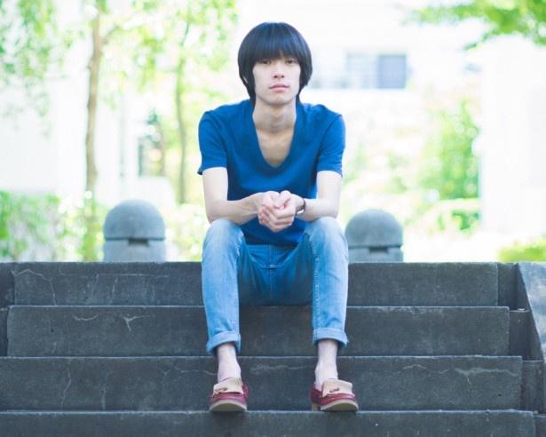 ayU tokiO(アユ・トーキョー)は猪爪東風(イノツメアユ※写真)によるソロ・プロジェクト。今回「恋のEXPRESS TRAIN(ayU tokiO re-arrange ver)」を手がけた