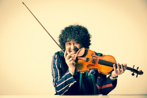 【写真を見る】「子供のころに夢中になっていたヤマトのあのメロディーを弾けるんだとわくわくしました」と語る葉加瀬太郎