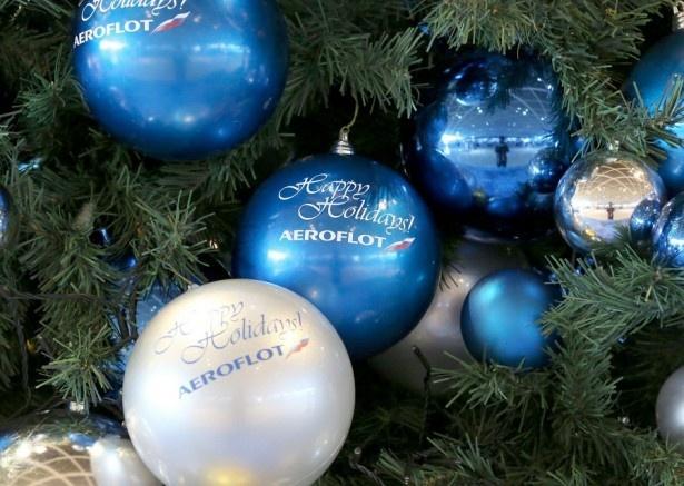 クリスマスツリーにはアエロフロートのロゴが入ったオーナメントを装飾!