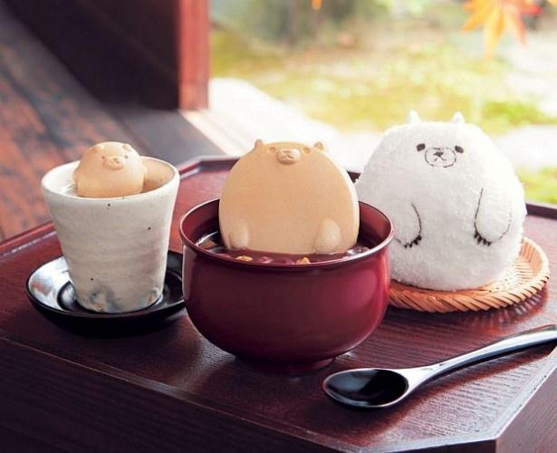 「しるくまカフェ その4」(写真中、2000円)と新商品の「しるくまカフェ お口直しのくまこぶ茶」(同左、1280円)