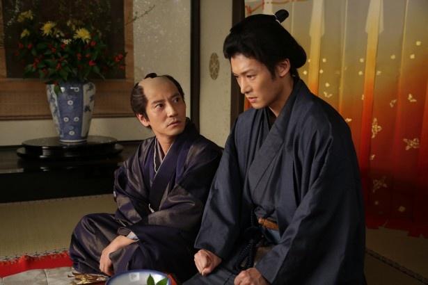 同作には安達のほか、淵上泰史、津田寛治らが出演する