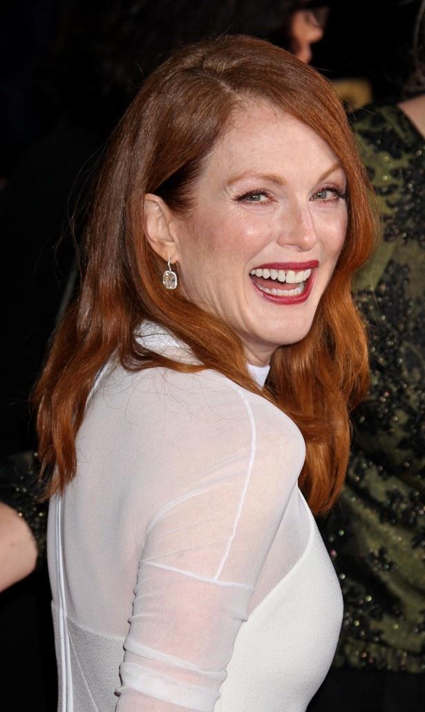 クリステンは『Still Alice(原題)』で主演女優賞を受賞した共演者のジュリアン・ムーアを紹介した