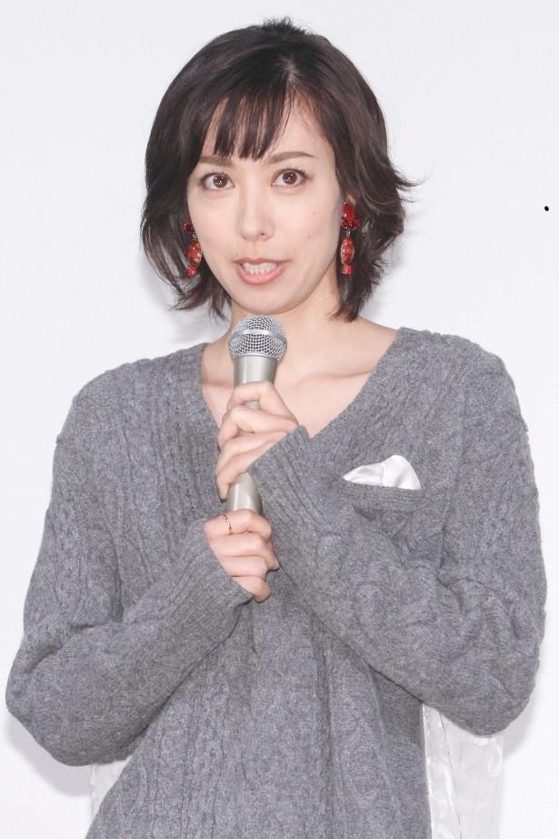 【写真を見る】主人公・柊子を演じる吹石。「撮影ではない時にも4人でいることが当たり前の雰囲気になっています」