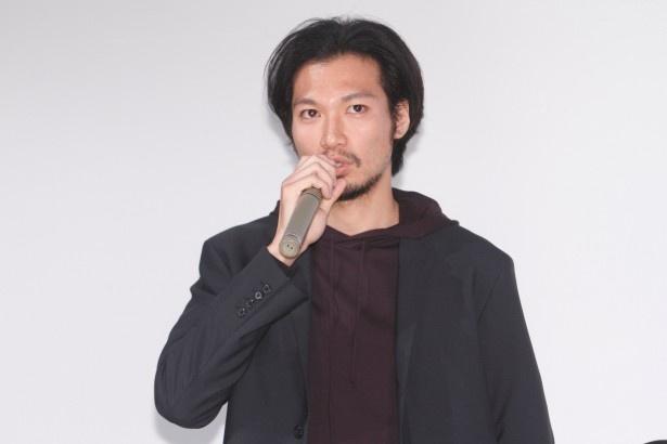 柊子の夫・賢一を演じる青木