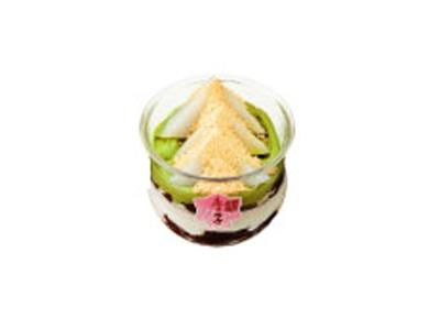 「銀座鹿乃子」の「きな粉がけクリーム くず餅ぜんざい」(525円) 銀座三越限定