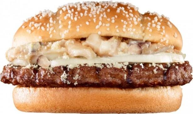 【写真を見る】4種のチーズを使用し濃厚な味わいが楽しめる「マッシュアンドチーズ」(単品480円、ポテトMセット750円)は寒い季節にぴったり