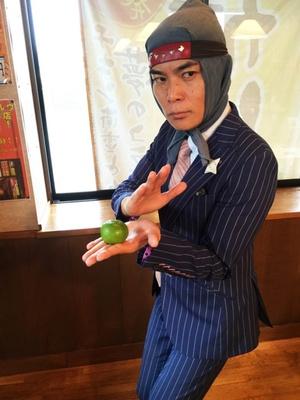 忍者+サラリーマンという姿で福岡の街に潜む、ビジネスマン型コラボ忍者「サラ忍マン」。得意技は平謝りの術。肩書は国民的ヒラ社員