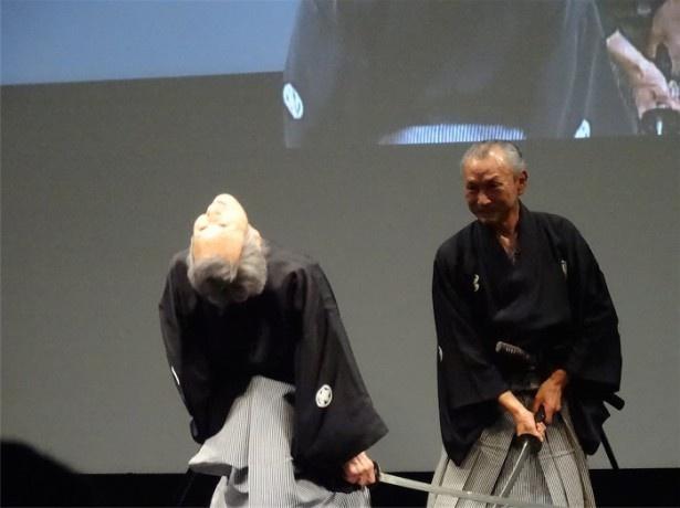 福本(左)が見事なエビゾリを披露